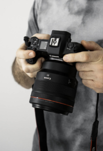 Miroslav Georgijevic is holding EOS R camera with RF 85mm f1.2 lens